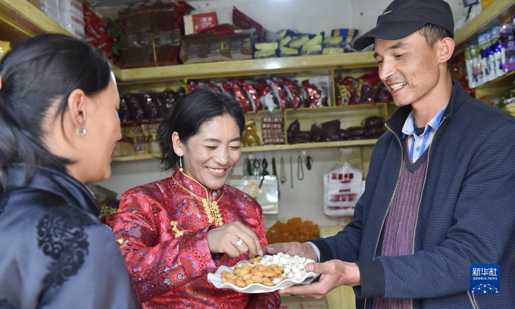 西藏:民族團結之花開遍獅泉河畔(圖)