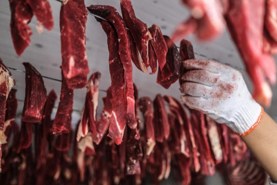 西藏:天寒地凍 牛羊肉火(圖)