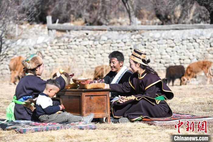 """西藏林芝老鄉""""花谷藥洲""""裏話幸福生活"""