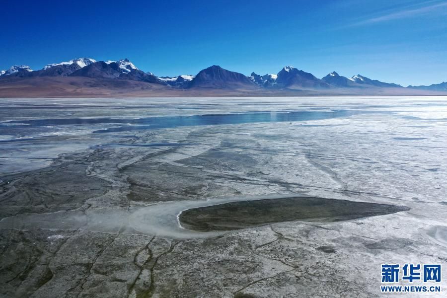 西藏:冰封多慶錯(圖)