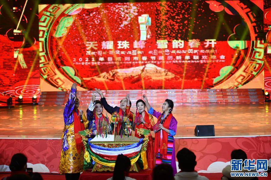 精彩紛呈的日喀則藏歷新年晚會錄制(圖)