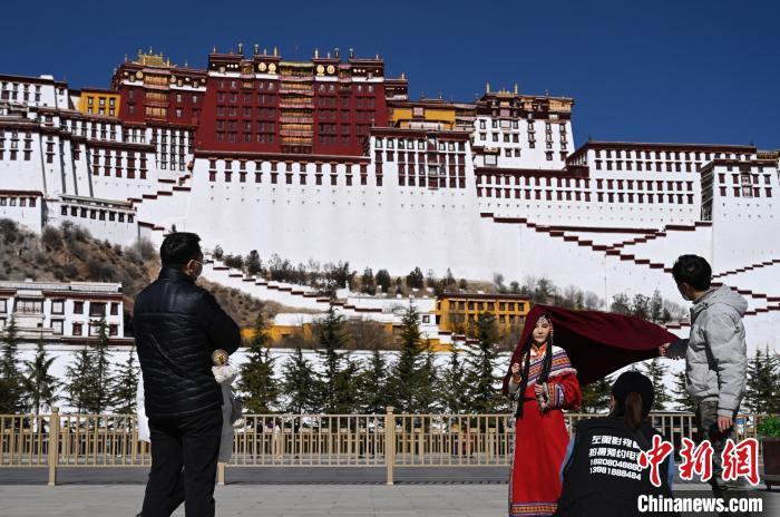 西藏擬新增20條航線 打造世人向往的旅遊目的地