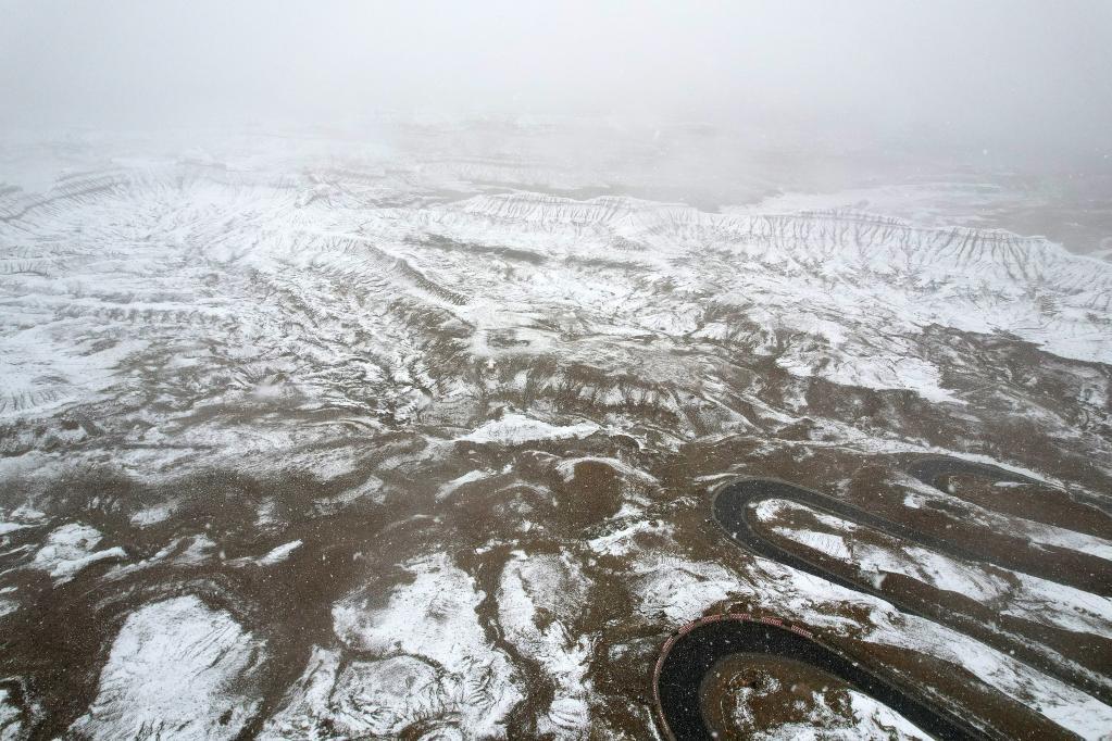 雪中的札達土林(圖)