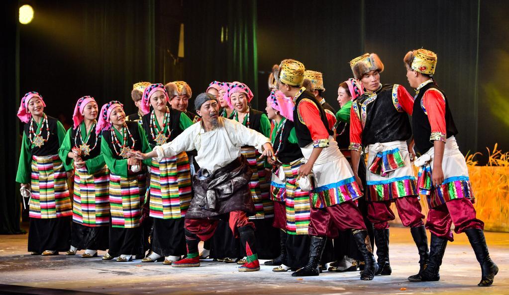 拉薩:縣村文藝團體 匯演一較高下(圖)